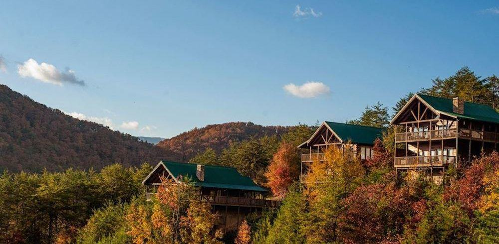 Beautiful photo of cabins in the mountains at Eagles Ridge Resort in Pigeon Forge TN.