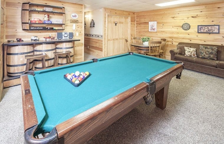 Pigeon Forge cabin with game room