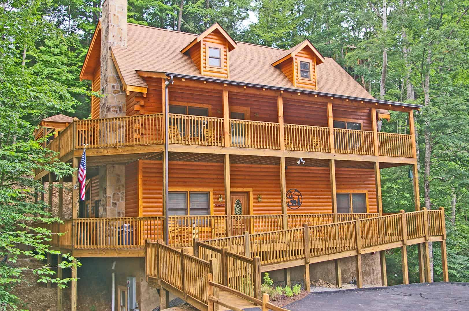 5 reasons our large cabins in pigeon forge are perfect for for Eagles ridge log cabin